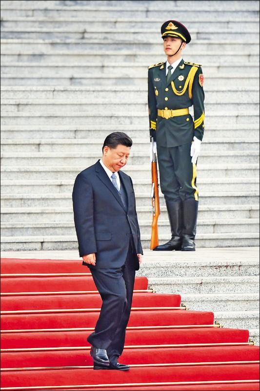 英國GQ將中國國家主席習近平與泰王瓦吉拉隆功列入二○二○年全球十大衣著最差男。(路透)