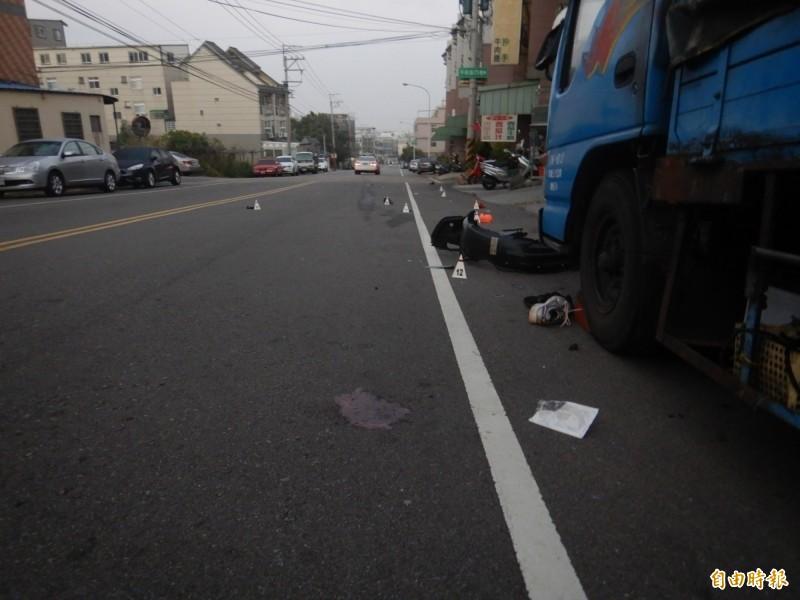 車禍現場一片狼藉,酒駕的蕭男撞上3人,2人死亡,1人癱瘓重傷。(資料照)