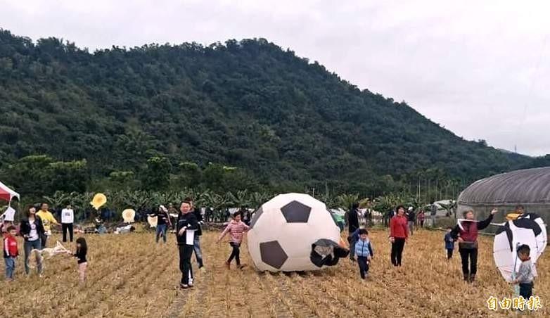 南投縣鹿谷鄉田園風箏趣活動,親子們參與踴躍。(記者謝介裕攝)