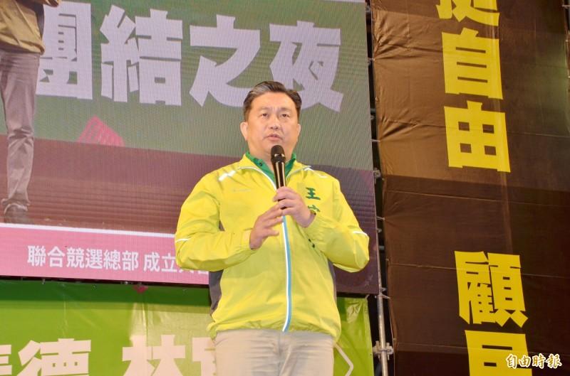 立委王定宇批評藍營向女警道歉的說詞還在扯謊。(記者吳俊鋒攝)