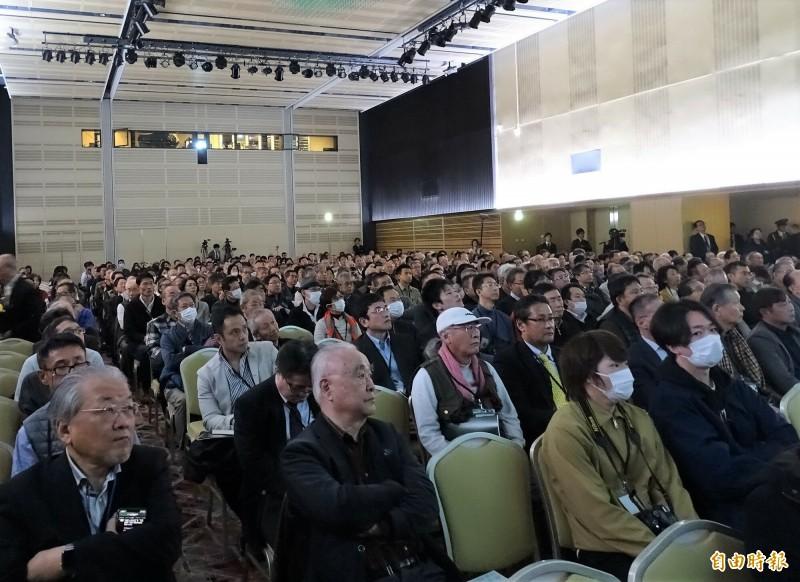 「守護自由開放台灣─ONE TAIWAN」研討會吸引700位日本民眾購票入場,網路上還有1700多人付費收看。(記者林翠儀攝)
