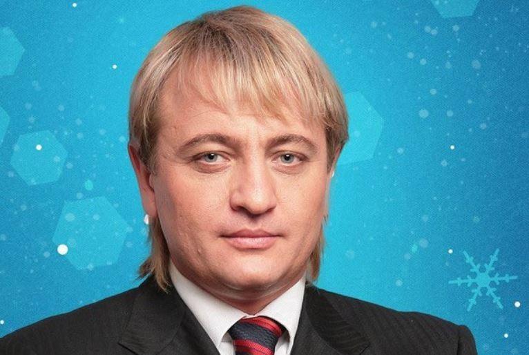 俄羅斯億萬富翁奧布雷特斯基(Dmitry Obretetskiy)在英國遛狗時被車撞死,其好友懷疑事情並不單純。(圖擷自Alekséy Védayushchiy推特)
