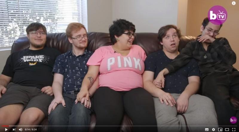 美國年輕女子奧捷妲(Tory Ojeda)從18歲起,接連認識4名男子並相戀,目前她已懷孕並決定要讓男友們一起養小孩。(圖片截取自Youtube)