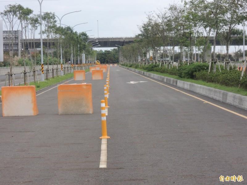 二結聯絡道都外段開放的車道,汽機車均可行駛。(記者江志雄攝)