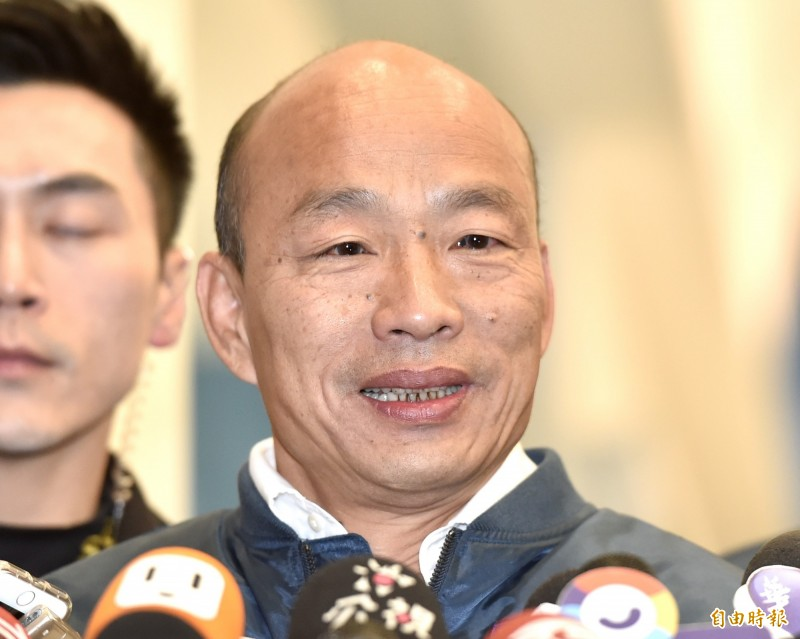 國民黨總統候選人韓國瑜(見圖)民調持續低迷,日前他突呼籲支持者接到民調電話時回答「唯一支持蔡英文」,他稱這是為了反制許多假民調的選戰策略。對此,韓國瑜9日被詢問這招是否奏效,他表示有5%至6%的支持者,在民調時轉向支持總統蔡英文。(記者塗建榮攝)