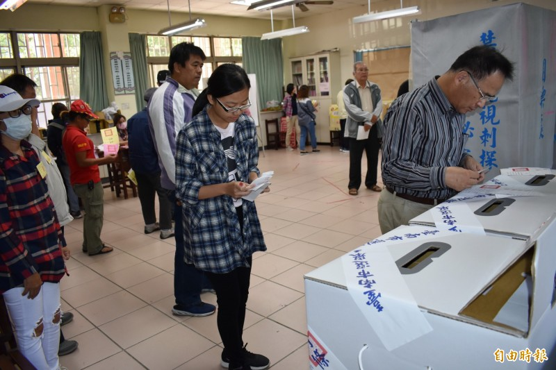 去年11月地方選舉新竹縣湖口鄉中勢村長候選人李麟盛獲980票,以一票之差敗給對手,卻發現某投票所將他的得票數寫錯,疑似少算3票,法官勘驗後證實此事,因此判對手當選無效。投開票所示意圖。(資料照,記者楊金城攝)
