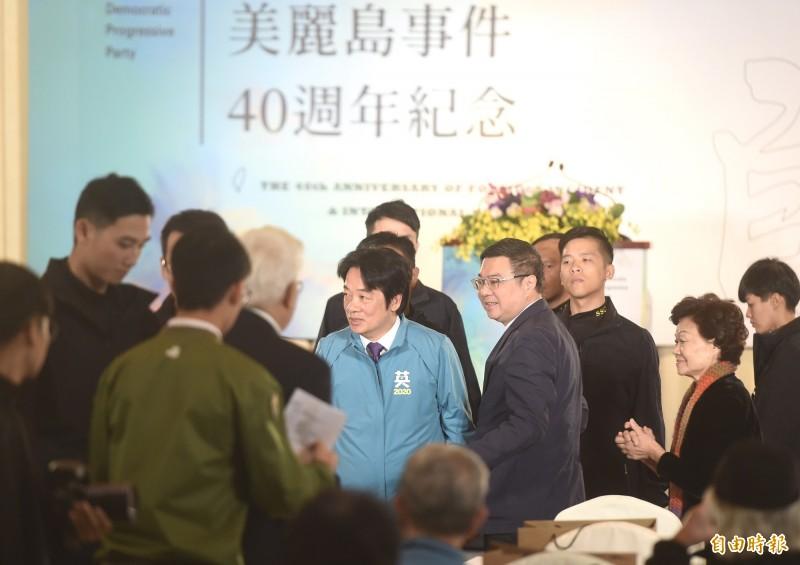 民進黨9日舉辦美麗島40週年紀念活動,發表「美麗島事件40週年記錄片」,民進黨副總統參選人賴清德(右二)出席向與會來賓致意。(記者簡榮豐攝)