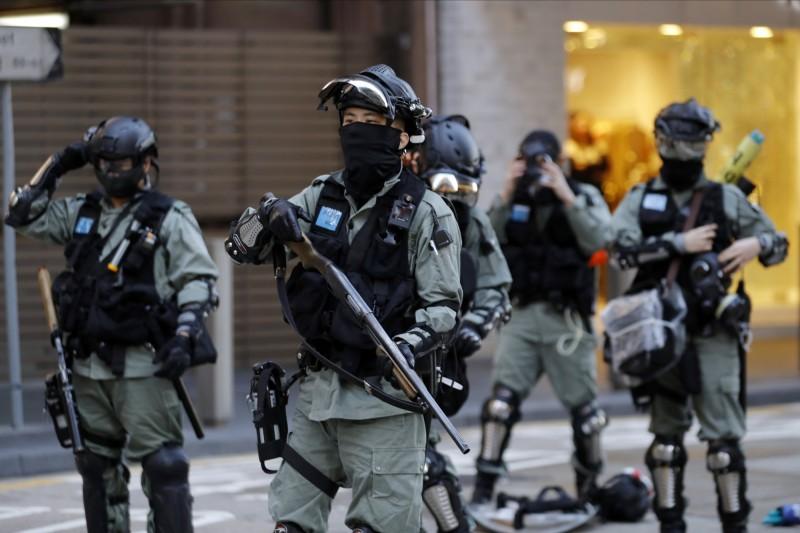 香港「反送中」運動至今半年來,陸續傳出示威者遭遇性暴力,涉案者以執法者最多。(美聯社)
