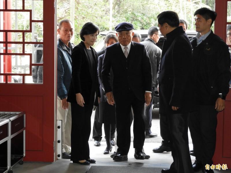 外交部將對國民黨立委曾銘宗等人提告,行政院長蘇貞昌今日於台北當代工藝設計分館受訪強調,有任何違法,支持依法追訴。(記者陳鈺馥攝)
