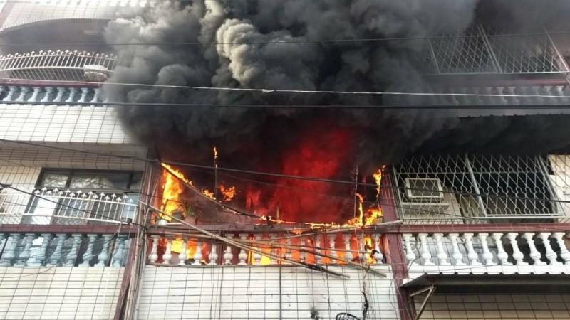 關廟北美街民宅發生火警。(記者吳俊鋒翻攝)