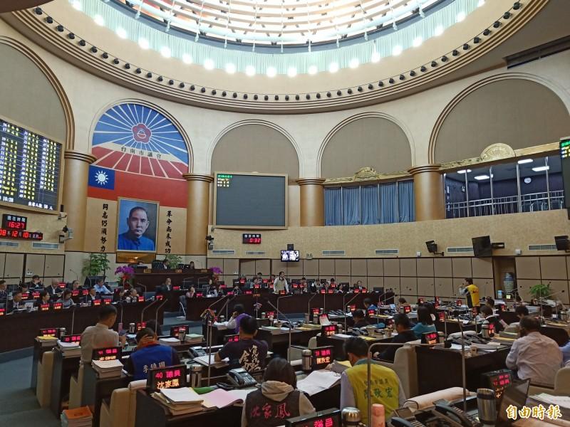 台南市議會定期會今天完成市政府109年度總預算案審查,歲出預算原列1005億8043萬5000元,首度破千億。(記者王姝琇攝)