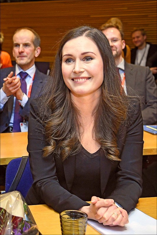 34歲的芬蘭交通部長馬林(Sanna Marin)8日通過黨內提名,即將代表執政聯盟最大黨「社會民主黨」出任總理,成為芬蘭史上最年輕的總理,也是該國史上第三位女性總理。(歐新社)