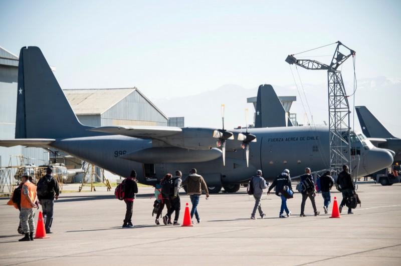 智利一架載有38人的軍用運輸機,在飛往南極基地途中失去了聯繫。智利軍機示意圖。(法新社)