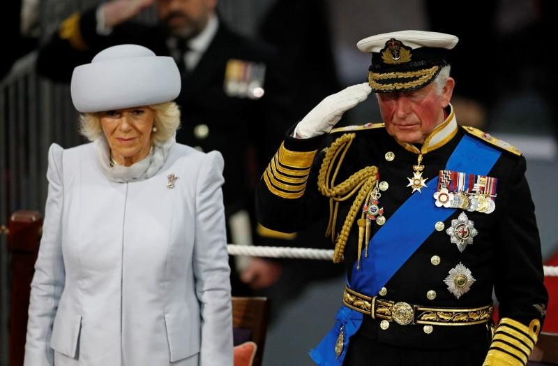 英國王儲威爾斯親王夫婦今日出席了這艘與他同名航艦的服役儀式。(法新社)