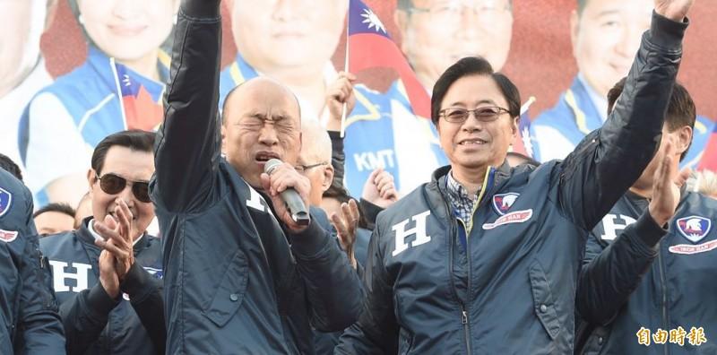 韓國瑜(左)與張善政(右)透露,行政院長人選已敲定,但不一定會在選前公布。(資料照)