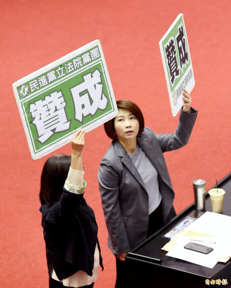 立法院院會10日表決通過考試院組織法部分條文。(記者朱沛雄攝)