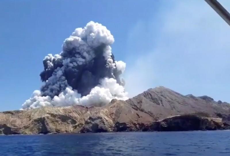 紐西蘭熱白島(White Island)火山爆發造成5死31傷,警方今(10日)表示另外8名失蹤者已推測死亡。(路透)