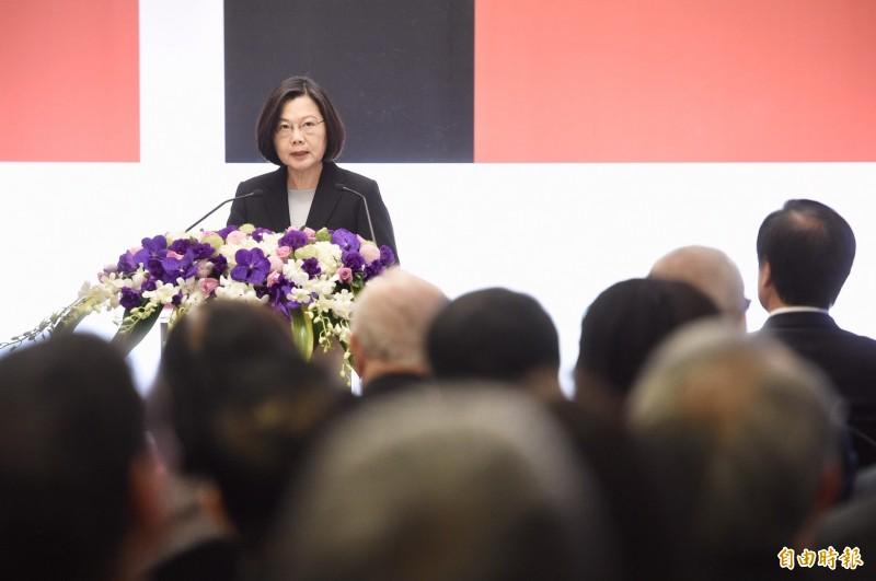 總統蔡英文10日出席由台灣民主基金會主辦的「第14屆亞洲民主人權獎頒獎典禮暨授勳」。(記者羅沛德攝)
