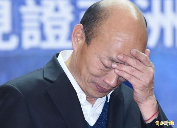 韓國瑜(見圖)當下表情相當尷尬,只能苦笑,表示看完影片後,感謝年輕人的指教,他強調自己最關切台灣年輕人的未來和前途,有信心在3位總統候選人中排名第1。(資料照)