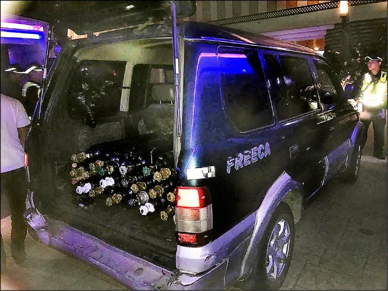 開廂型車載送笑氣鋼瓶為旅館內十二種毒品轟趴徵候樣態之一。(記者魏瑾筠翻攝)