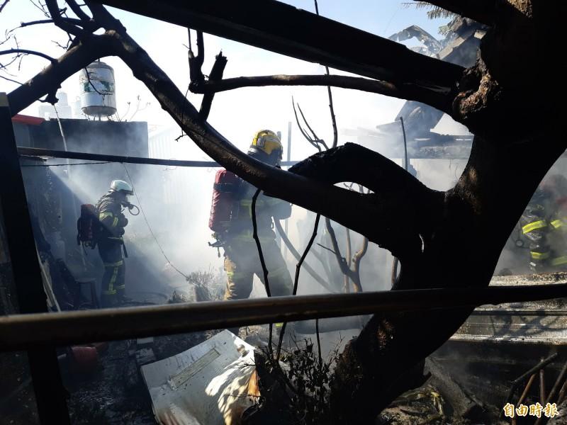 台東市大同路海濱平房區中午發生火警。(記者黃明堂攝)