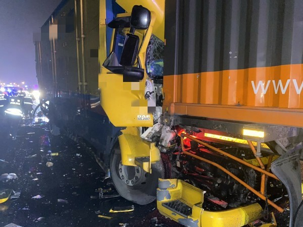 國道1號北上車道湖口段今天凌晨接連發生兩起車禍,共造成2死2傷。(記者廖雪茹翻攝)