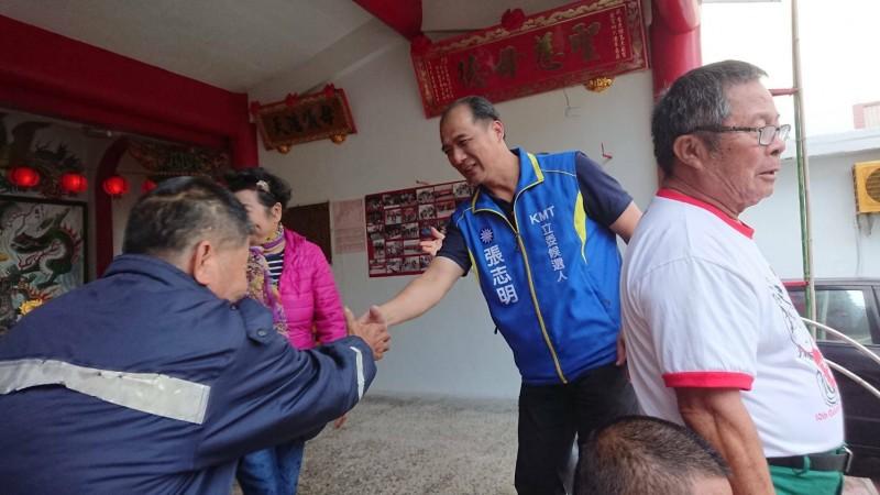國民黨台東立委候選人張志明今天到綠島拜票。(記者黃明堂翻攝)