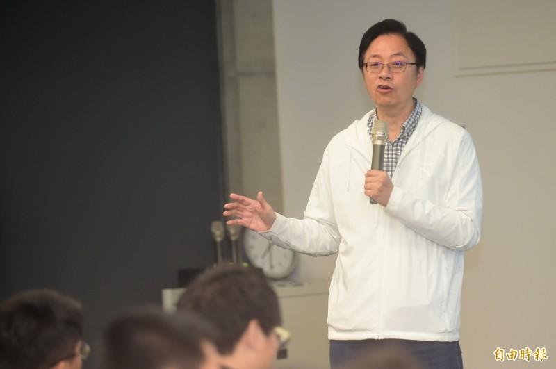 國民黨副總統候選人張善政11日於台中市進行「青年有約」座談。(記者廖耀東攝)
