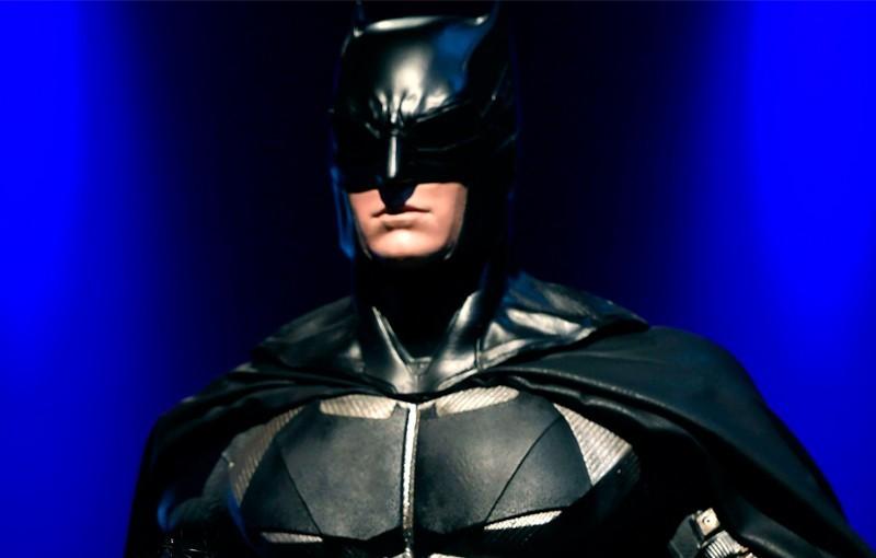 蝙蝠俠系列新作《黑暗騎士歸來:黃金之子》的創作者米勒直言,「有些政治實體畏懼『表達』的力量,所以才這麼害怕一張圖片…反正他們遲早也會崩解」。(法新社檔案照)