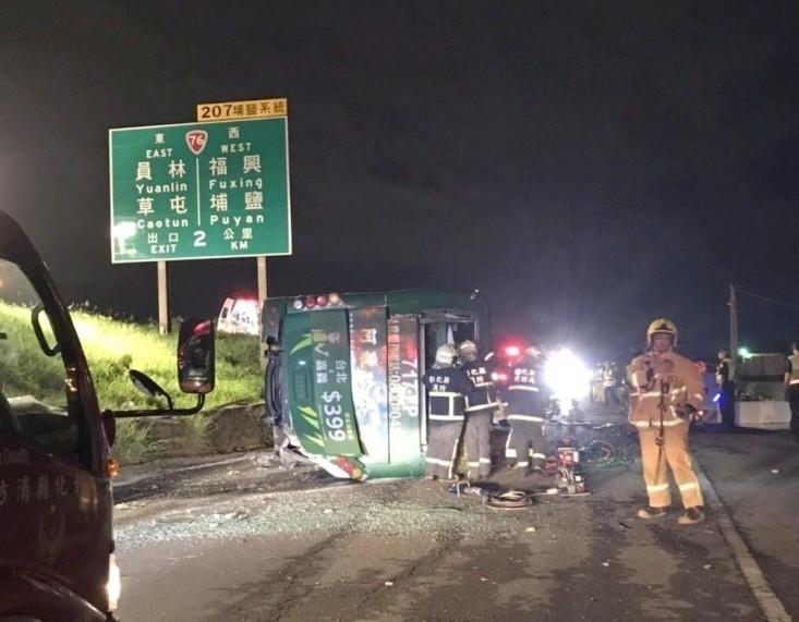 阿羅哈客運於今年6月10日晚間發生國道翻車意外,釀成3死13重傷。(資料照)