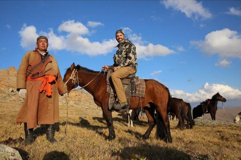 川普長子小唐納,8月間的外蒙古狩獵之旅,因獵殺珍稀動物盤羊,因發爭議。(翻攝自IG)