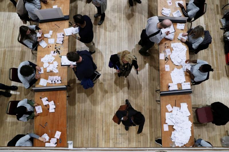 在英國主要媒體BBC、ITV、Sky News的聯合投票站出口民調顯示,保守黨將贏得大選。(路透)