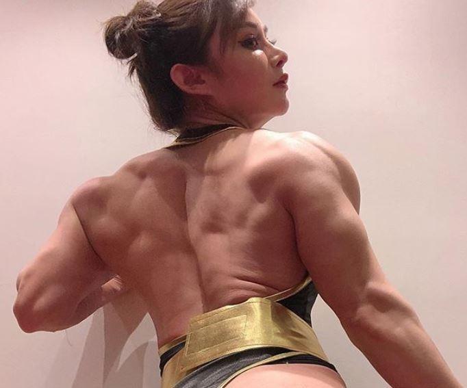 袁合榮鍛鍊出稜角分明背肌,令網友讚嘆不已。(圖擷取自Instagram_yuanherong1229)