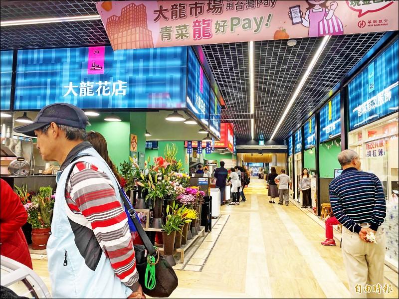 平時大龍市場生意慘淡,人潮並不多,有攤商說一天只賺500元。 (記者楊心慧攝)