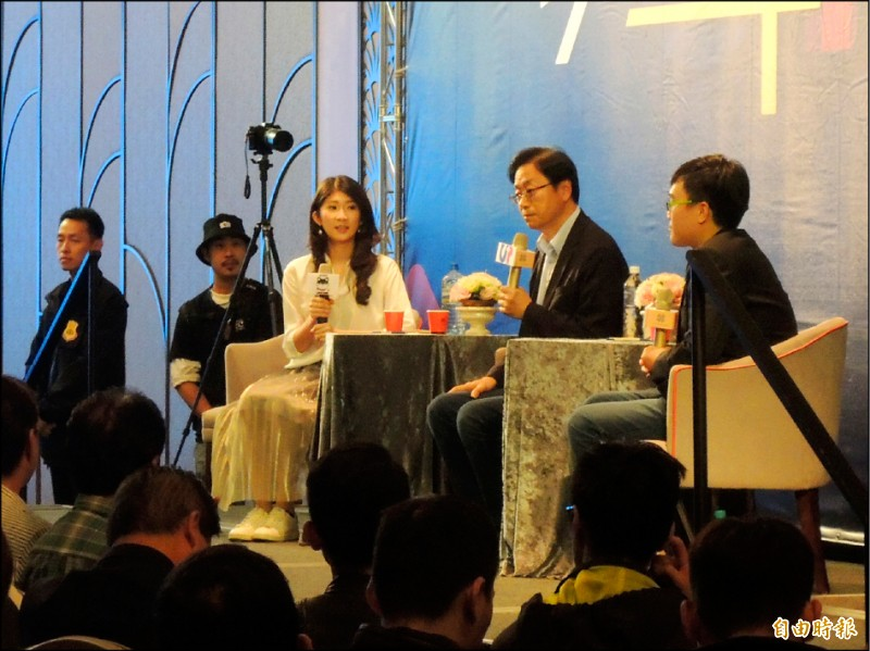 國民黨副總統候選人張善政改稱請蔡英文體會天下懷胎的父母心,給已經懷孕而沒有健保的台灣新住民健保。圖為張善政出席青年座談。(記者王榮祥攝)