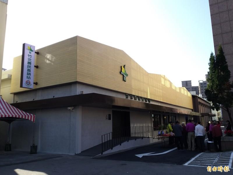 竹北農民直銷站除了在地新鮮蔬果、有機蔬菜,還有各地農會的優質農特產品精品,多樣化商品提供消費者選擇。(記者廖雪茹攝)
