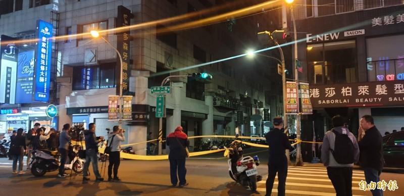 警方圍捕炸彈客,倪家人住封鎖線旁,一夜不敢睡覺。(記者陳文嬋攝)