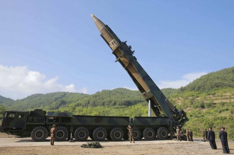 北韓近來動作頻頻,外界猜測可能將再度測試洲際飛彈。圖為北韓「火星14型」。(美聯社)
