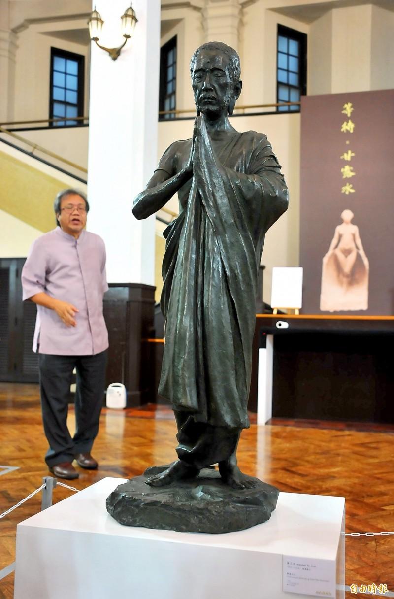 Huang Tu-shui's Sakyamuni is displayed at Zhongshan Hall during an exhibition in 2015. Photo: Chen Yi-chuan, Taipei Times