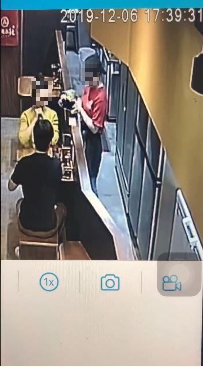 店家在監視器顯示17:39:31時上第一碗麵。(圖擷自臉書)