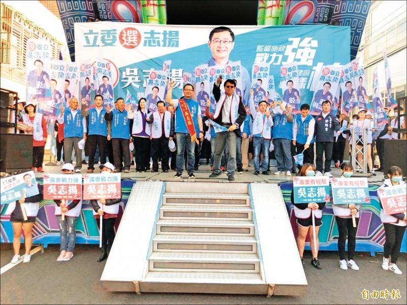 國民黨第二選區立委候選人吳志揚觀音競選總部成立,名嘴謝龍介到場助陣。(記者謝武雄攝)