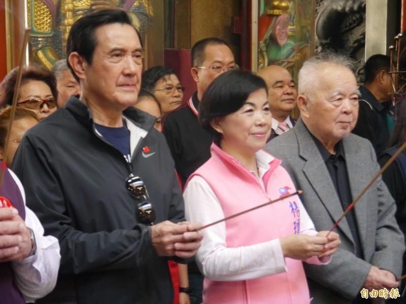 前總統馬英九陪楊瓊瓔參拜大雅永興宮。(記者張軒哲攝)