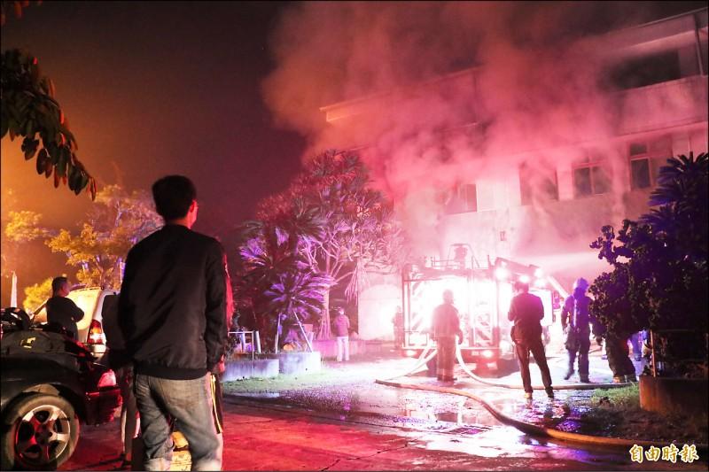 台南玉井真理家族前輩堂昨凌晨遭縱火,有7人來不及逃出慘遭燒死,21歲男子曾文彥承認放火被捕,台南地檢署複訊聲押。(記者萬于甄攝)