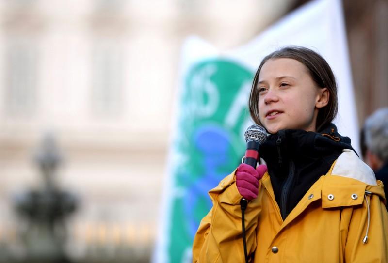 瑞典環保女孩童貝里(Greta Thunberg)於13日在義大利的氣候抗議中因使用英文演講,誤用瑞典語習慣的片語,語意差很大,她事後於推特道歉。(法新社)