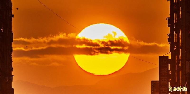 中央氣象局表示,明、後2日全台陽光普照、晴時有雲。(資料照)