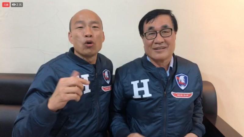 韓國瑜和李四川開直播,嗆愛情摩天輪被交通部卡韓。(記者許麗娟翻攝)