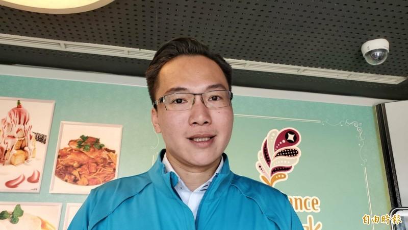 民進黨議員林智鴻批評高雄市長韓國瑜愛情摩天輪沒進度竟裝傻,還踢皮球給中央,惡劣又不負責任。(記者陳文嬋攝)