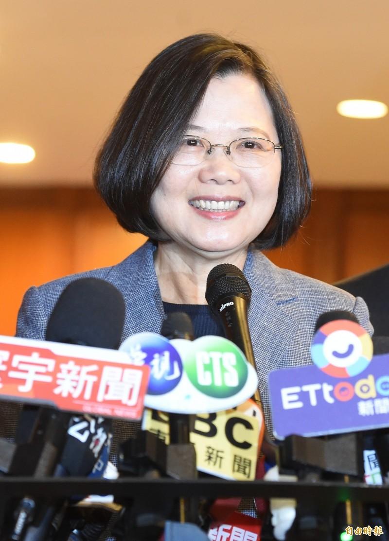 蔡英文說,台灣是民主自由的社會,稱呼台灣總統是很自然的事情,甚至連總統也可以被撩一下。(記者朱沛雄攝)
