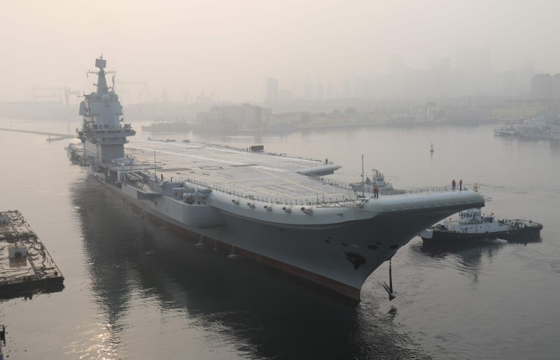 中國第一艘自製航空母艦在海南三亞軍港正式服役,並命名為「山東艦」。(資料照,法新社)