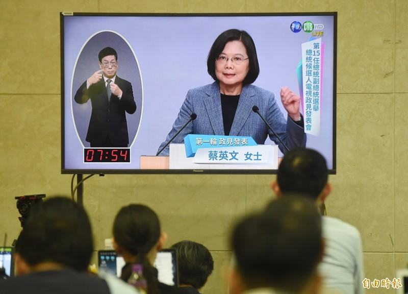 鄉民認為,蔡英文成功發表政績、政見,也反批韓國瑜的不實言論,為第一輪表現最佳者。(記者廖振輝攝)